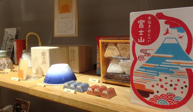 inside picture of Nakagawa Masashichi Syoten Shinjuku-Homemade rice crackers.-